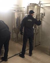 На Київщині розливали пивний фальсифікат